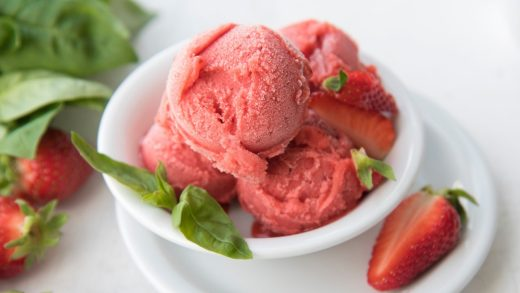 Strawberry, balsamic and basil fro-yo
