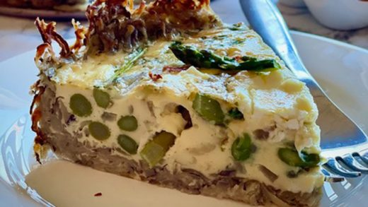 Asparagus and goat's cheese quiche with a potato crust