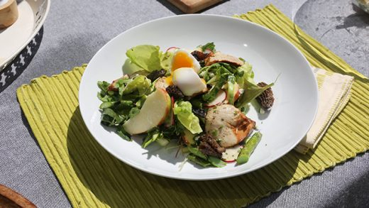 Grilled asparagus & goat cheese salad with smoked chicken