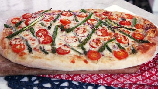 Thin crust primavera pizza