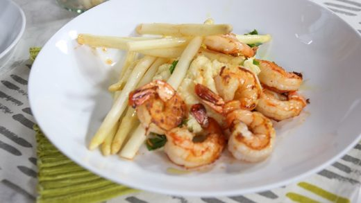 Shrimp and grits with white asparagus