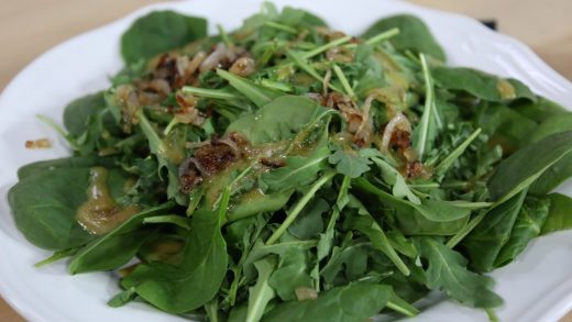 Arugula and spinach salad with caramelized shallots