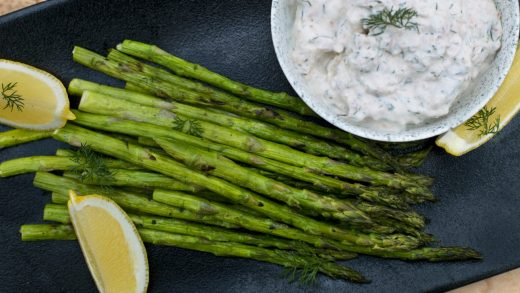 Grilled asparagus with smoked salmon dip