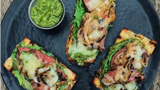 Steak sandwich with creamy chimichurri