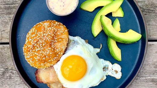 Breakfast burgers with maple mayo