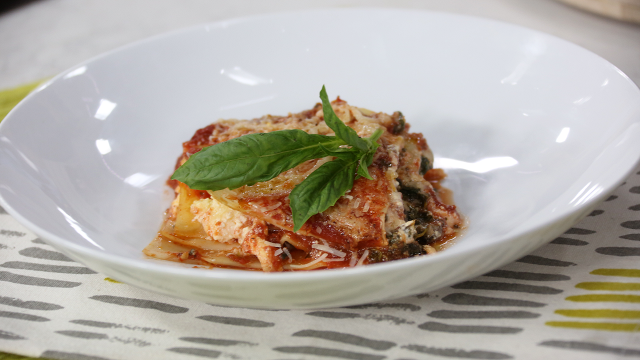 Slow-cooker pesto lasagna with spinach and mushrooms